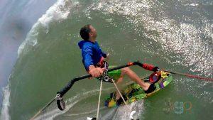 Corriendo una ola en el kite, grabado gopro en lineas de kitesurf